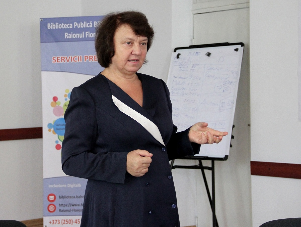 The Mayor of Bahrinesti, Feodosia Bunescu, inviting old people in the village to age actively