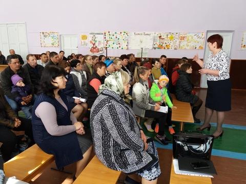 Dicuții cu părinții despre educația sexuală. Poza: (c) CSPT Cimislia