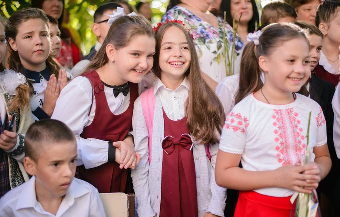 Vanessa, a 10-years old from Orhei, with her friends at school